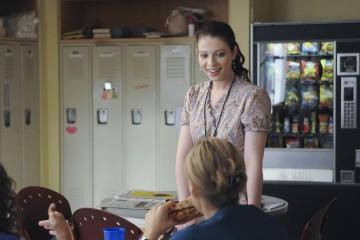 Michelle Trachtenberg e Taylor Schilling in una scena dell'episodio I Believe You Conrad della serie Mercy