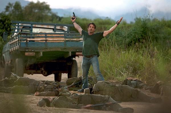 Un Sylvester Stallone in gran forma in una scena di The Expendables