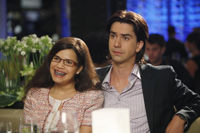 America Ferrera ed Hamish Linklater nell'episodio Blue on Blue della serie Ugly Betty