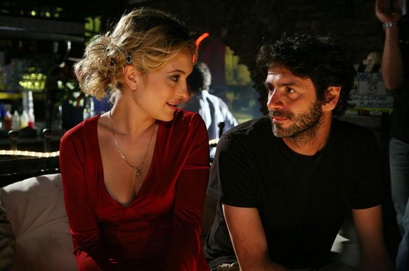 Carolina Crescentini e il regista Luca Lucini sul set del film Oggi Sposi