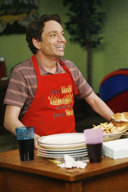 Chris Kattan in una scena dell'episodio The Floating Anniversary della serie The Middle