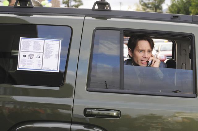 Chris Kattan nel pilot della serie The Middle