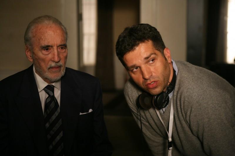 Christopher Lee sul set di Triage accanto al regista Danis Tanovic.