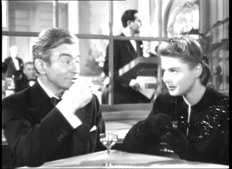 Claude Rains e Ingrid Bergman in una scena del film Notorious - L\'amante perduta ( 1946 )