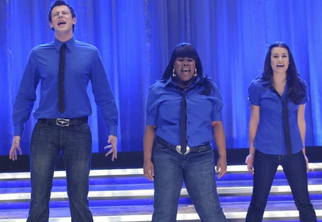 Cory Monteith, Amber Riley e Lea Michele in una scena dell'episodio The Rhodes Not Taken della serie Glee