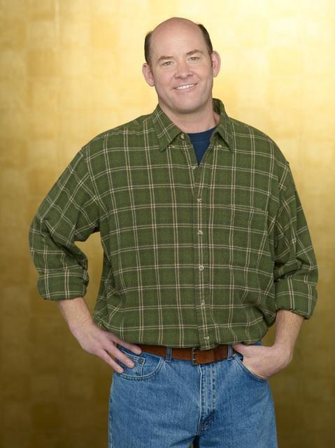 David Koechner è Grady Funk nella serie Hank