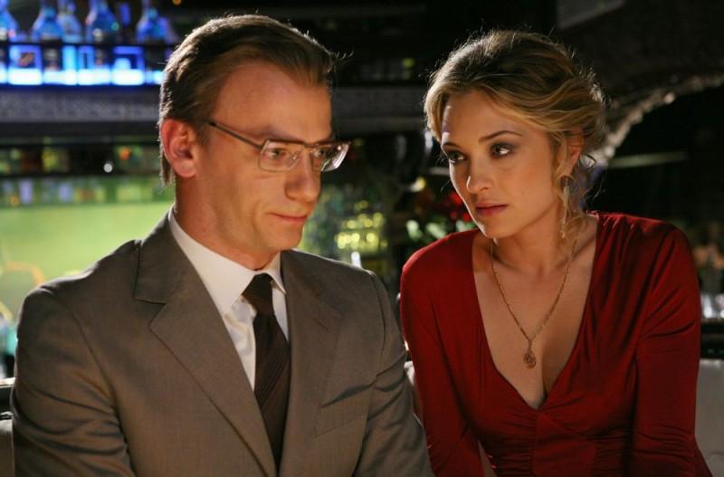 Filippo Nigro e Carolina Crescentini in un'immagine del film Oggi Sposi