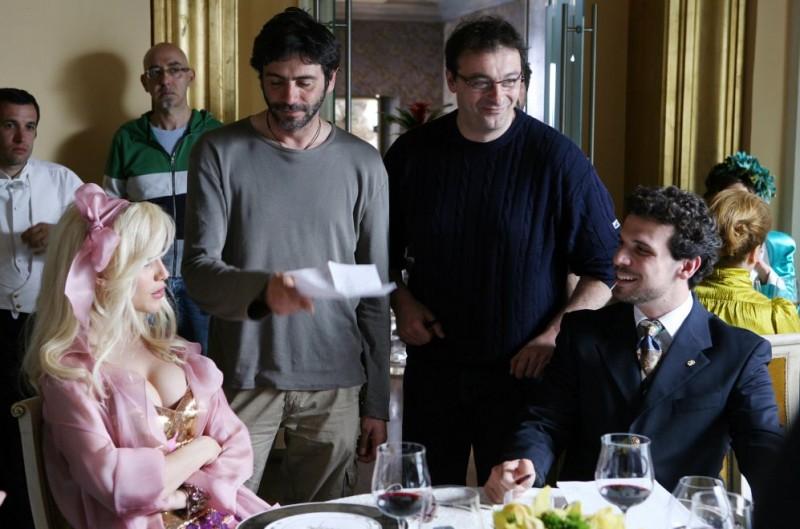 Gabriella Pession, il regista Luca Lucini e Francesco Montanari sul set del film Oggi Sposi