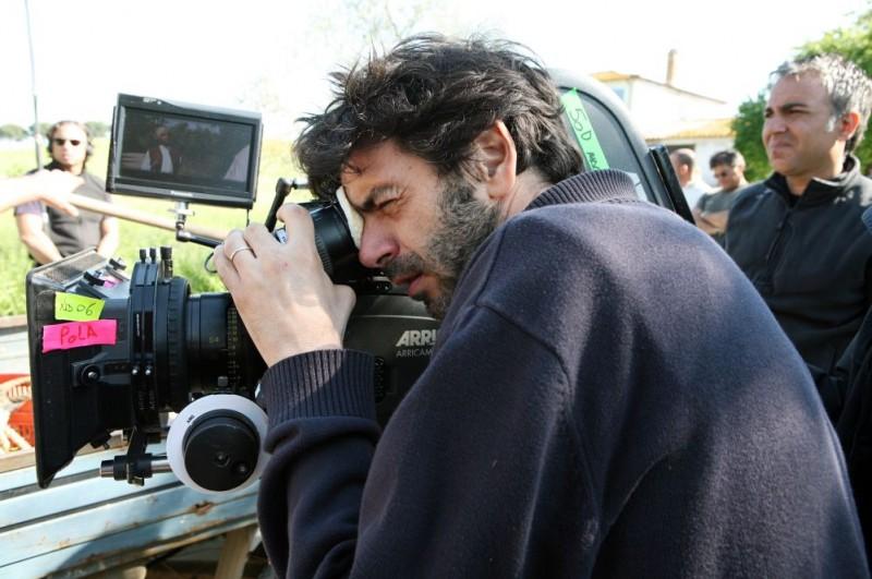 Il regista Luca Lucini sul set della commedia Oggi Sposi