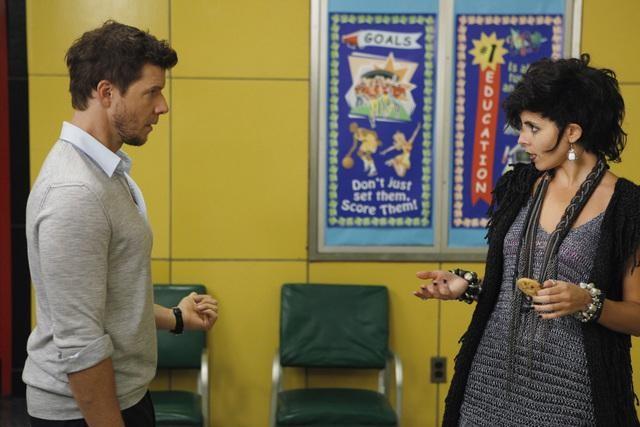 Jamie-Lynn Sigler ed Eric Mabius nell'episodio Blue on Blue della serie Ugly Betty