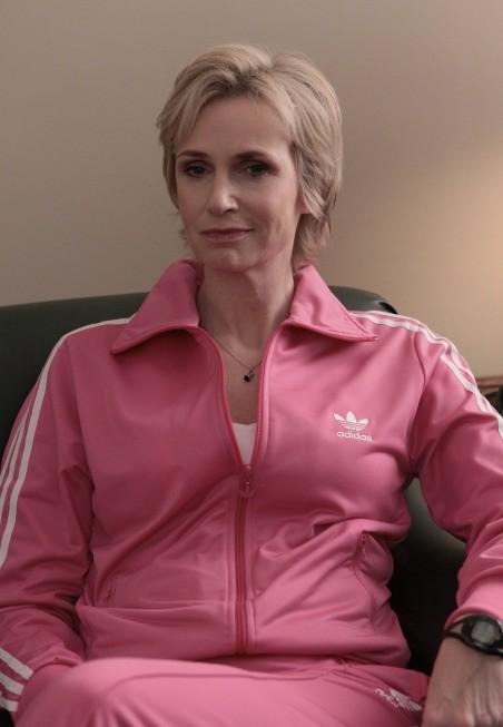 Jane Lynch in una scena dell'episodio Preggers della serie Glee