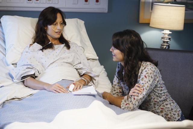 Joey Honsa ed Alexie Gilmore in una scena dell'episodio Right Here, Right Now della serie Private Practice