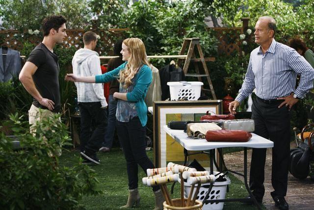 Jordan Hinson, Matthew Florida e Kelsey Grammer in una scena dell'episodio Yard Sale della serie Hank