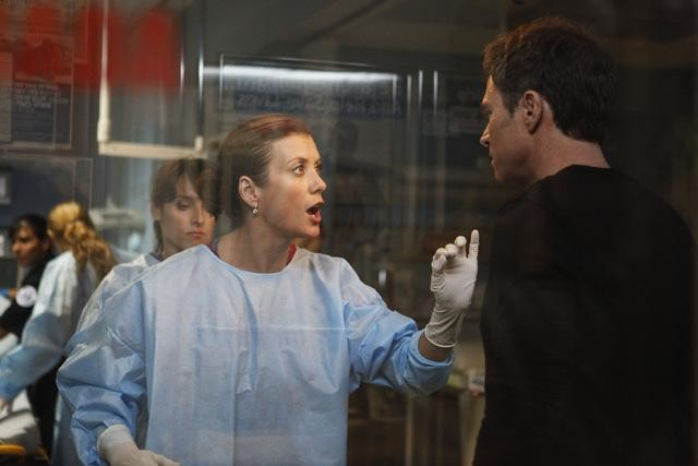 Kate Walsh e Timothy Daly nell'episodio A Death in the Family di Private Practice