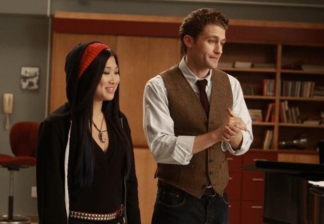 Matthew Morrison e Jenna Ushkowitz in una scena dell'episodio Preggers della serie Glee