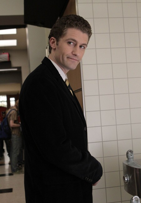 Matthew Morrison in una scena dell'episodio The Rhodes Not Taken della serie Glee