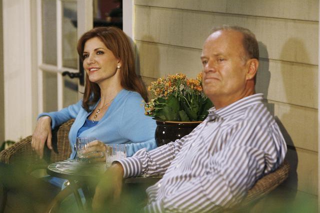 Melinda McGraw e Kelsey Grammer nell'episodio Yard Sale della serie Hank