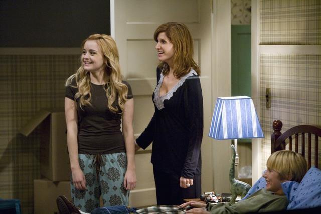 Nathan Gamble, Melinda McGraw e Jordan Hinson in una scena del pilot della serie Hank