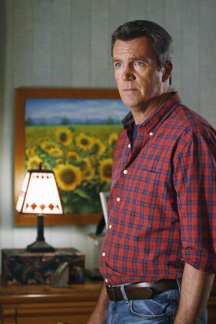 Neil Flynn in una scena dell'episodio The Floating Anniversary della serie The Middle