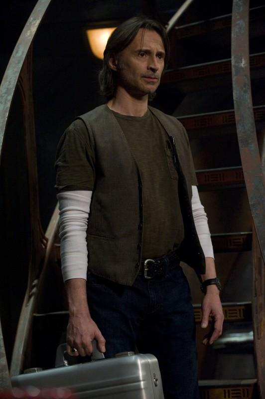 Robert Carlyle in una scena della premiere di Stargate Universe
