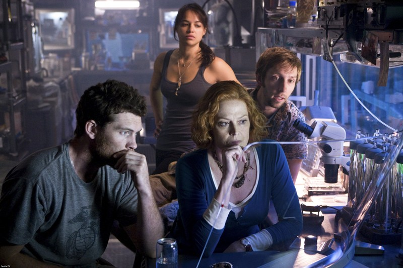 Sam Worthington, Sigourney Weaver, Michelle Rodriguez e Joel Moore in una sequenza del film Avatar
