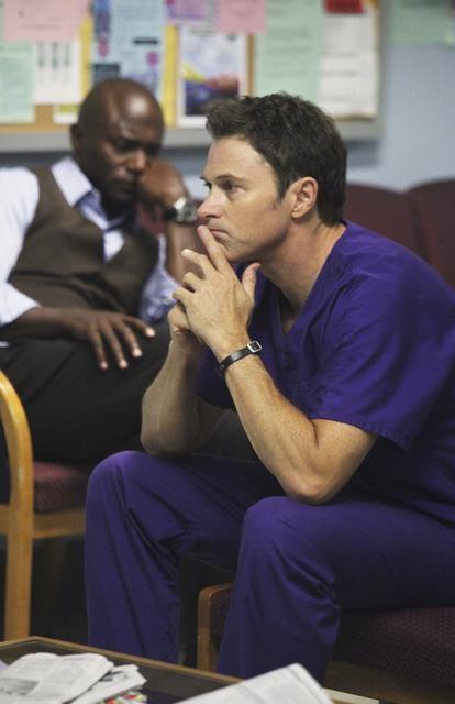 Timothy Daly e Taye Diggs in una scena dell'episodio A Death in the Family di Private Practice