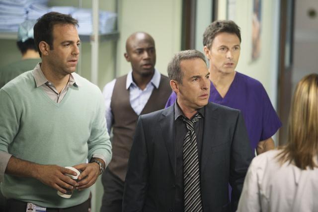 Timothy Daly, Taye Diggs e Paul Adelstein in una scena dell'episodio A Death in the Family di Private Practice