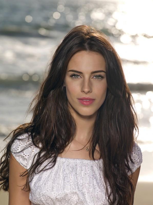 Jessica Lowndes in una foto promozionale della stagione 2 di 90210