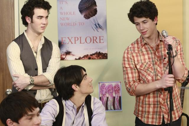Joe Jonas, Kevin Jonas e Nick Jonas in una scena dell'episodio Detention della serie Jonas