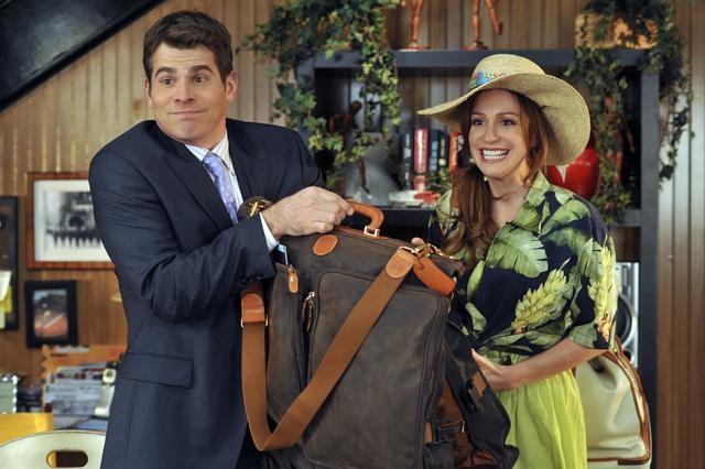 John Ducey e Rebecca Creskoff nell'episodio Home Not Alone della serie Jonas