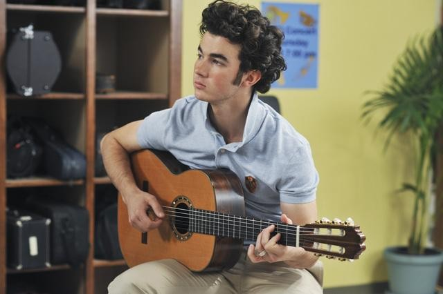 Kevin Jonas nell'episodio That Ding You Do della serie Jonas