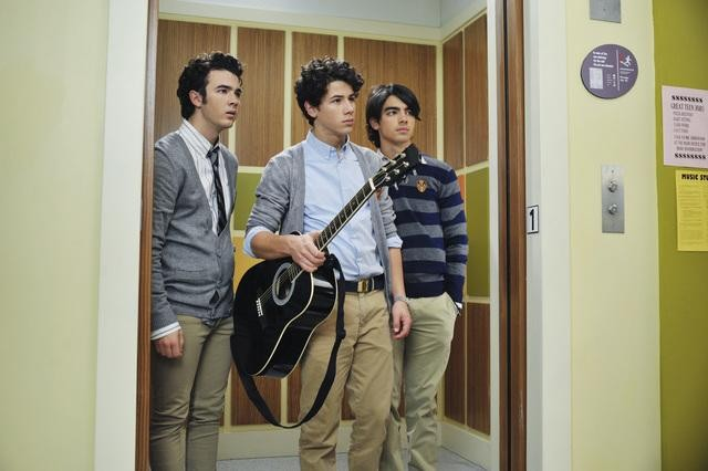 Kevin, Nick e Joe Jonas in una scena dell'episodio Complete Repeat della serie Jonas