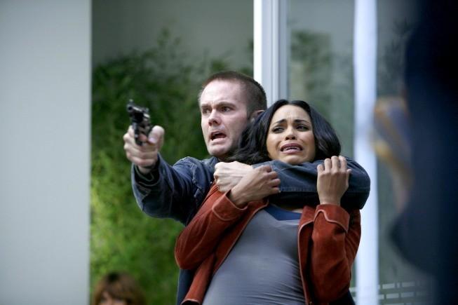 La guest star Garret Dillahunt e Monica Raymund in un momento dell'episodio Honey della serie Lie to Me
