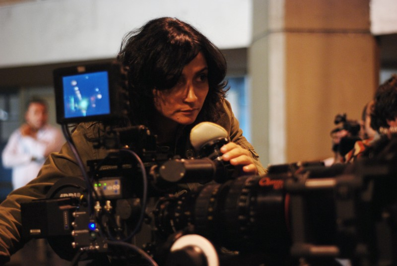 La regista Dima El-Horr sul set di Every Day Is A Holiday
