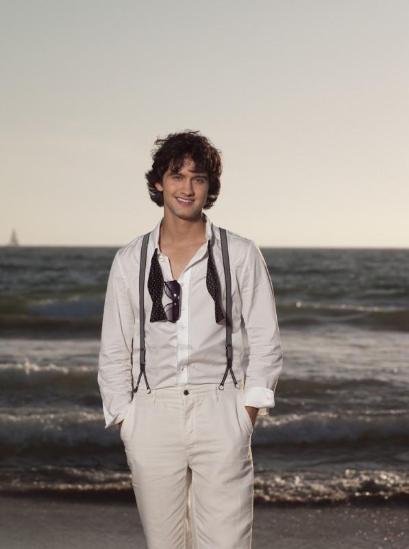 Michael Steger in una foto promozionale della stagione 2 di 90210