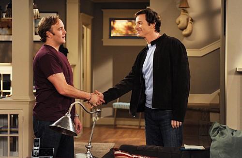 Rob Huebel e Jay Mohr in una scena dell'episodio Gary Promises Too Much della serie Provaci ancora Gary
