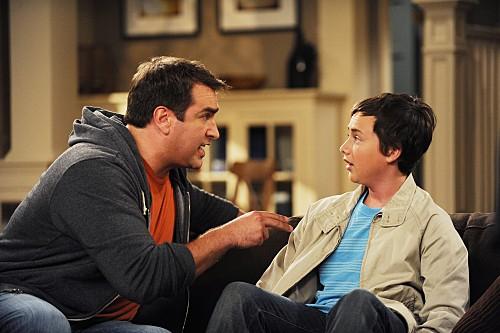 Rob Riggle e Ryan Malgarini in una scena dell'episodio Gary Promises Too Much della serie Provaci ancora Gary