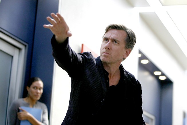 Tim Roth in una scena dell'episodio Honey della serie Lie to Me