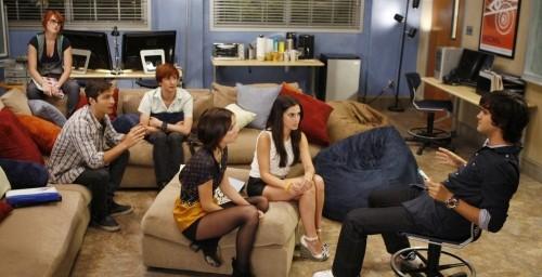 Una scena dell'episodio To Sext or Not to Sext di 90210