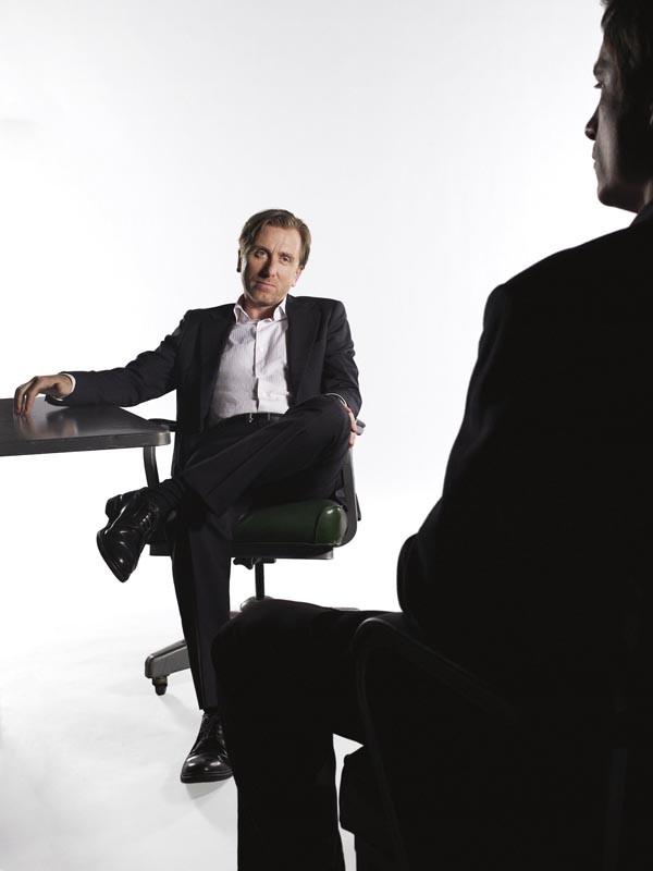 Una foto promo di Tim Roth (Dott. Cal Lightman) per la serie Lie to Me