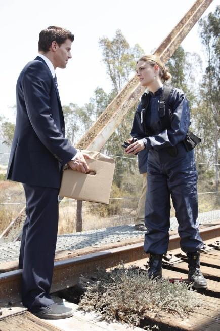 David Boreanaz ed Emily Deschanel in un momento dell'episodio The Plain in the Prodigydella serie Bones