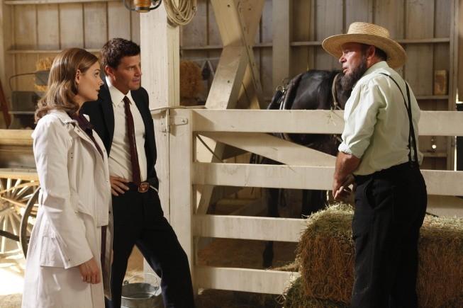 David Boreanaz ed Emily Deschanel in una foto di scena dell'episodio The Plain in the Prodigydella serie Bones