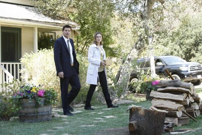 David Boreanaz ed Emily Deschanel in una immagine dell'episodio The Plain in the Prodigydella serie Bones