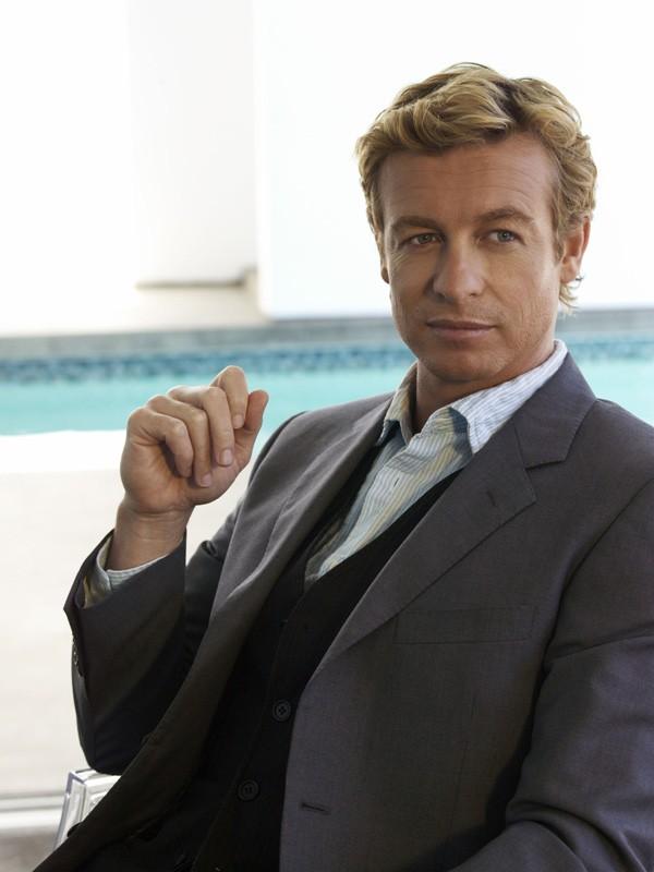 Simon Baker è Patrick Jane per la serie The Mentalist