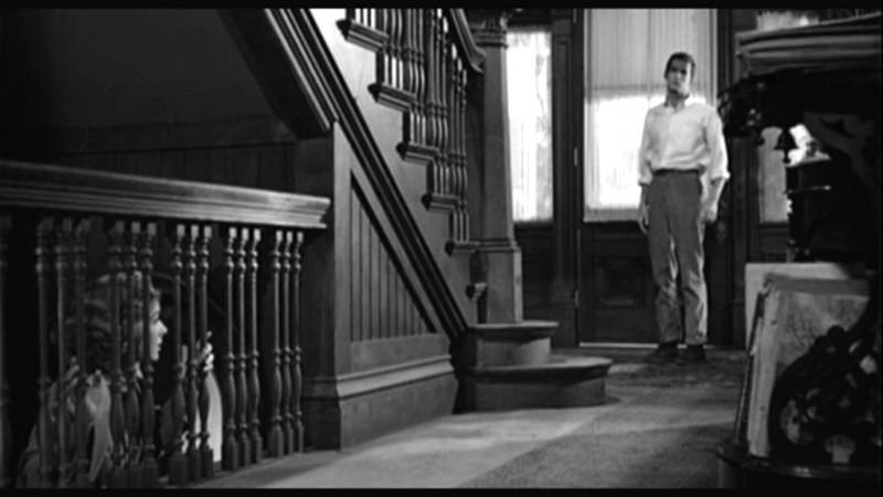 Anthony Perkins e Vera Miles in una scena del film Psycho ( 1960 )