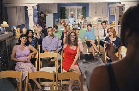 Desperate Housewives, stagione 6: Dana Delany (al centro) nell'episodio Everybody Ought to Have a Maid