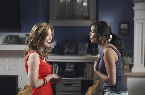 Desperate Housewives, stagione 6: Dana Delany con Teri Hatcher nell'episodio Everybody Ought to Have a Maid