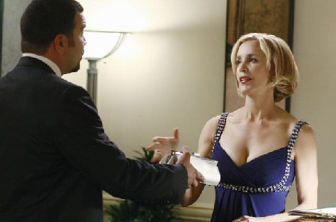 Desperate Housewives, stagione 6: Ricardo Chavira e Felicity Huffman nell'episodio The God-Why-Don't-You-Love-Me Blues