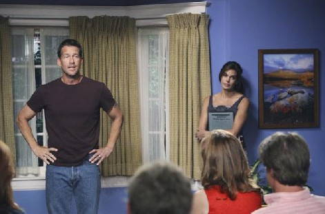 Desperate Housewives, stagione 6: Teri Hatcher e James Denton nell'episodio Everybody Ought to Have a Maid