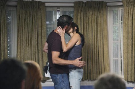 Desperate Housewives, stagione 6: Teri Hatcher e James Denton (Susan e Mike) nell'episodio Everybody Ought to Have a Maid